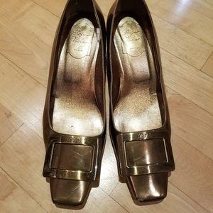 Roger Vivier Gold low heel pump in sz 37.5